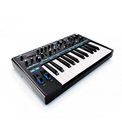 Фото 2 Синтезатор Novation Bass Station II